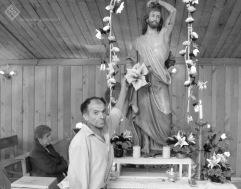 Tocar al santo y recibir bendición